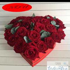 Inimă din 29 trandafiri roșii AF128