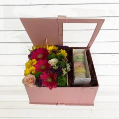 Aranjament in cutie cu macarons AF149