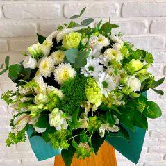 Buchet mixt cu flori albe B14
