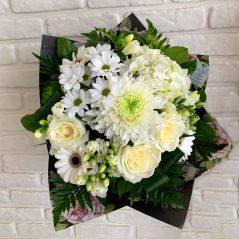Buchet mixt cu flori albe B57