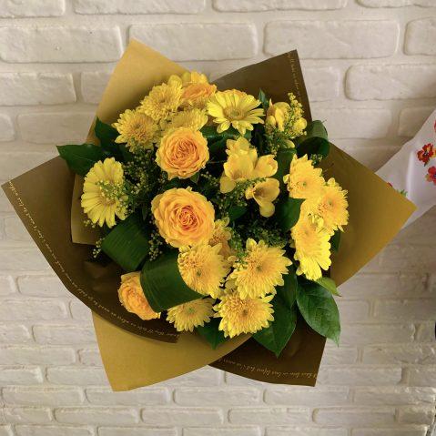 Buchet cu flori galbene