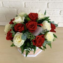 Aranjament floral cu trandafiri AF94
