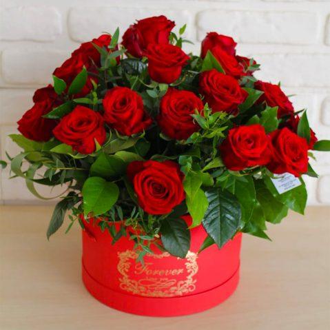 Cutie cu trandafiri rosii AF45