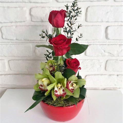 Aranjament trandafiri si orchidee AF145
