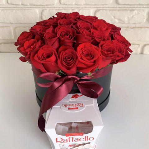 Cutie cu trandafiri si bomboane