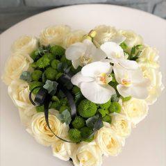 Inima funerara cu phalaenopsis