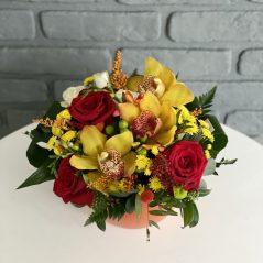 Aranjament cu trandafiri si orchidee AF 273