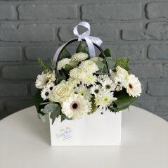 Poșetă cu flori albe