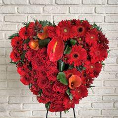 Inima funerara cu flori rosii