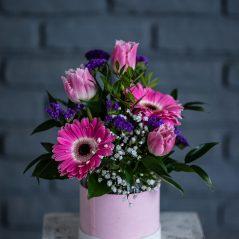 Flori roz in cutie