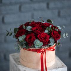 Trandafiri rosii in cutie AF115
