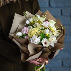 Flori albe in buchet