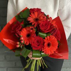 Buchet cu flori roșii