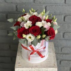 Cutie alb și rosu