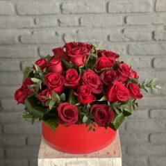 35 Trandafiri roșii in cutie