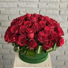 Cutie cu 51 trandafiri