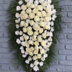 Coroană cu flori albe C722