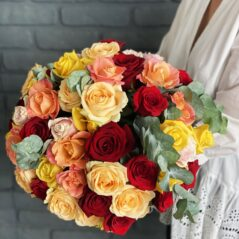 Buchet trandafiri multicolori