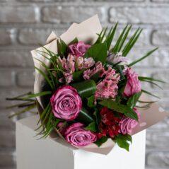 Buchet cu flori mov